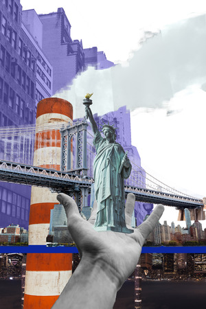 partial view of male hand with statue of Liberty and new york city on background isolated on white Standard-Bild - 116430790