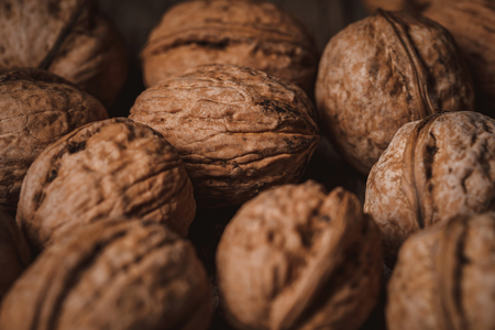 Full frame of natural walnuts as backdrop Foto de archivo - 116388495