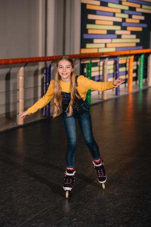Female roller skater in jeans enjoying childhood Reklamní fotografie - 117780797