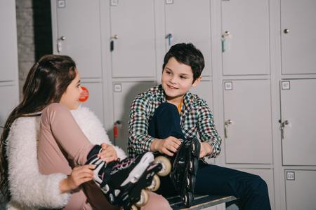 Kids in roller skates talking in locker room 版權商用圖片