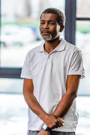 selective focus of middle aged african american man at gym Stockfoto