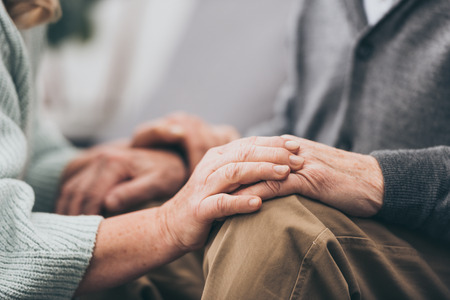 cropped view of retired couple holding hands Banque d'images