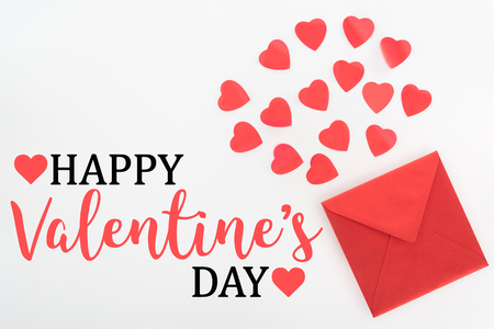 elevated view of heart symbols and red envelope isolated on white, happy valentines day 免版税图像 - 117464257