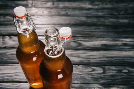 fermented tea in glass bottles on wooden table 版權商用圖片