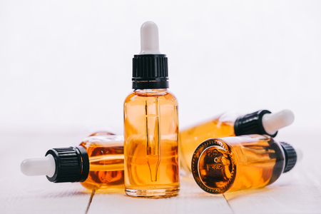 cannabidiol oil in bottles with droppers on wooden surface with copy space isolated on white Banque d'images