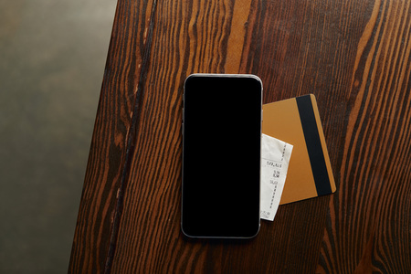 top view of credit card, smartphone, cheque on wooden table Stockfoto