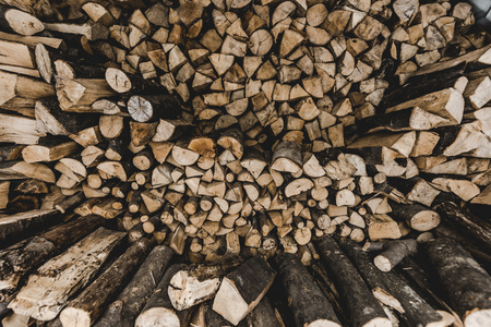 top view of brown stacked cut firewood Фото со стока