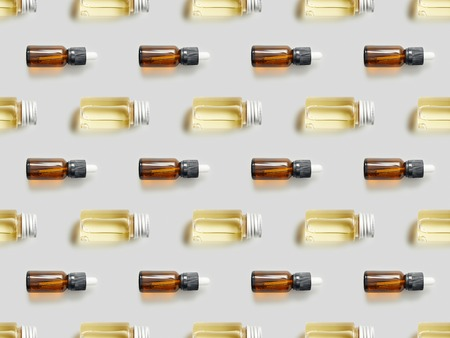 Flat lay with glass bottles of essential oil on grey background 版權商用圖片 - 118996181