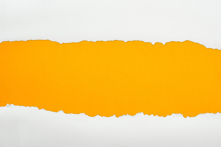 ragged white textured paper with copy space on orange background Banque d'images