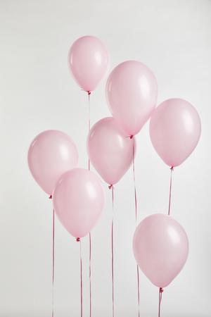 Hintergrund mit rosa festlichen Ballons isoliert auf weiß Standard-Bild