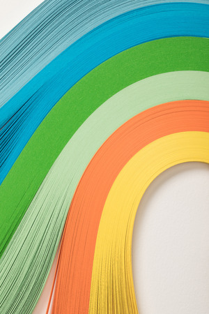 close up of wavy rainbow paper lines on grey background 版權商用圖片