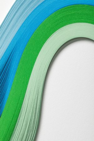 close up of wavy blue and green paper lines on grey background 版權商用圖片