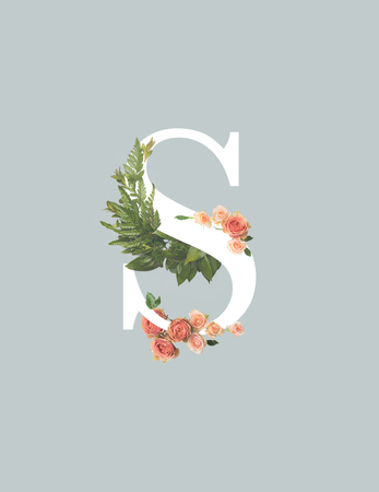 white letter S with roses and green fern leaves isolated on grey Stockfoto