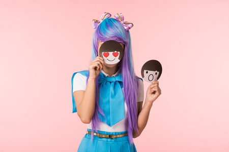 Anime girl in purple wig holding emoticons isolated on pink background Zdjęcie Seryjne