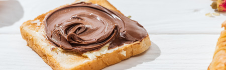 Panoramic shot of sweet toast with chocolate cream on white background Banque d'images - 122292681