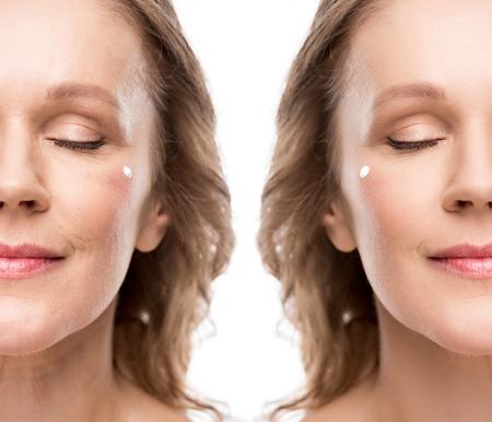 Collage de femme mature avec crème cosmétique sur le visage avant et après retouche isolé sur fond blanc Banque d'images