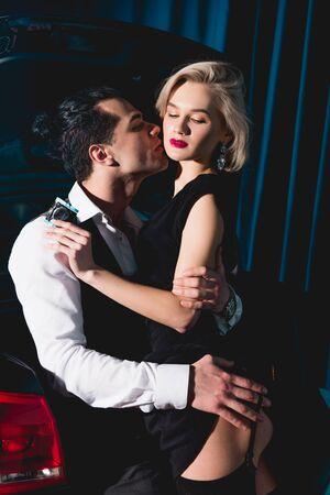 guapo, besar, y, abrazar, hermoso, mujer joven