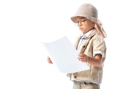 focused explorer child in glasses and hat looking at placard isolated on white Banco de Imagens - 130118102