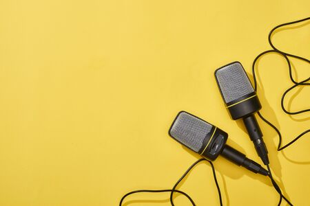 top view of microphones on bright and colorful background with copy space 版權商用圖片 - 130302897