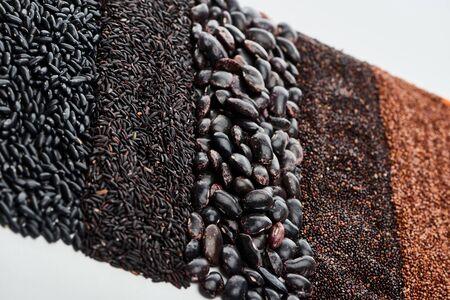 raw black quinoa, beans, wild rice and buckwheat isolated on white Foto de archivo - 130510038