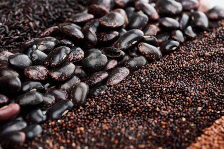 close up view of wild rice, black beans and quinoa Foto de archivo - 130498593