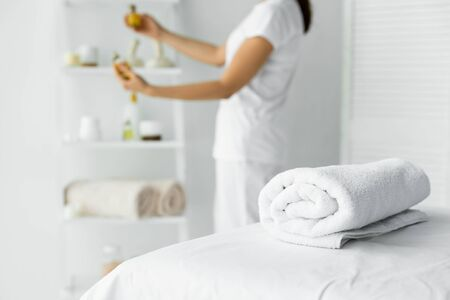 selective focus of white towel on massage mat in spa Imagens