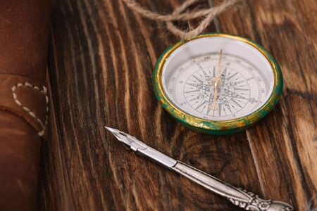 close up view of compass near nib on brown wooden surface Stock fotó