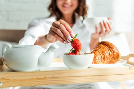 cropped view of woman having breakfast in bed at morning Zdjęcie Seryjne