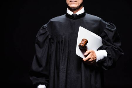 cropped view of judge in judicial robe holding gavel and papers isolated on black 版權商用圖片