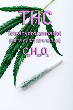 top view of medical marijuana leaf and joint on white background with thc formula illustration Banque d'images - 135174998