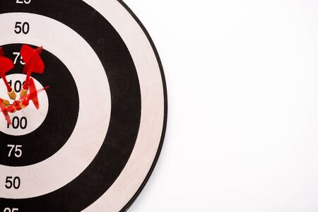top view of black and white dartboard with red arrows isolated on white 스톡 콘텐츠
