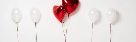 panoramic shot of red heart shaped balloons on white Stock fotó