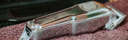 panoramic shot of trimmer on towel in barbershop Stock fotó