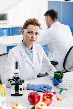 molecular nutritionist holding bell pepper and looking at camera Stok Fotoğraf