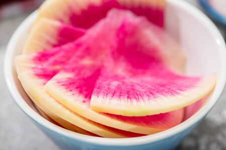 close up view of fresh watermelon radish slices in bowl Banque d'images