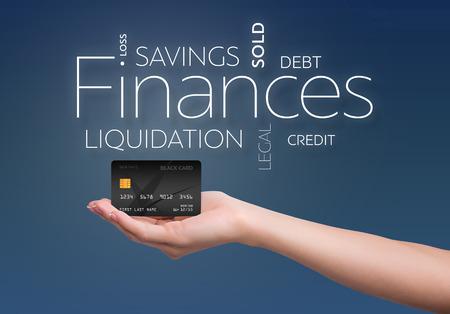 검은 색 신용 카드가있는 파란색 배경에 비즈니스 텍스트 스톡 콘텐츠