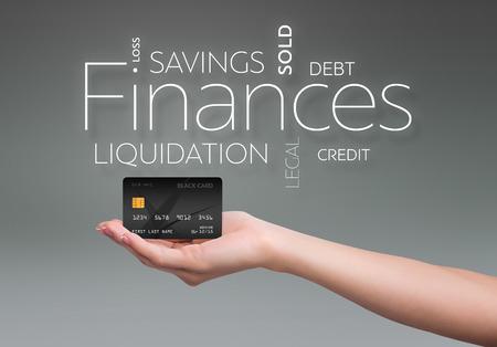 검은 색 신용 카드로 회색 배경에 비즈니스 텍스트