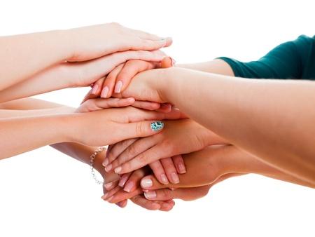 personas ayudando: Las manos de la gente junto simboliza la unidad en el equipo.