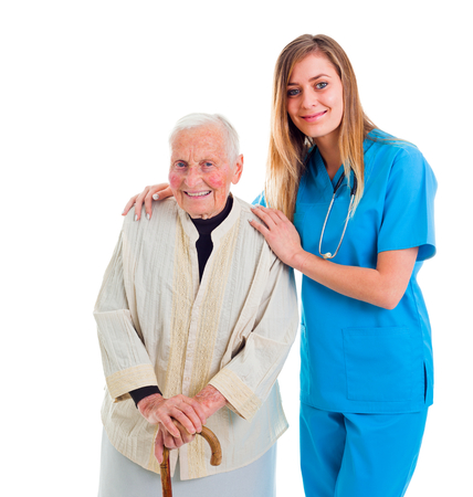 enfermeros: Servicios del hogar de ancianos confiables: paciente anciano y el joven cuidador.