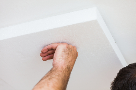 polyurethane: Constructor insulating the ceiling from the interior with polyethilene foam for thermal insulation.