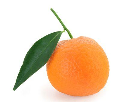 clementine fruit: Mandarin orange with fresh green leaf - isolated
