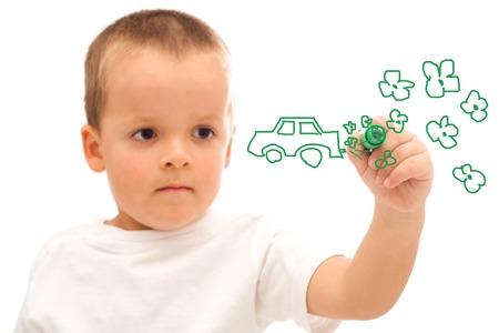 educazione ambientale: Ragazzo a tracciare una verde auto concetto - consapevolezza ambientale - isolato