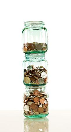 bocaux en verre: Bocaux en verre avec des pi�ces empil�es - �pargne et concept financier, le format banni�re verticale