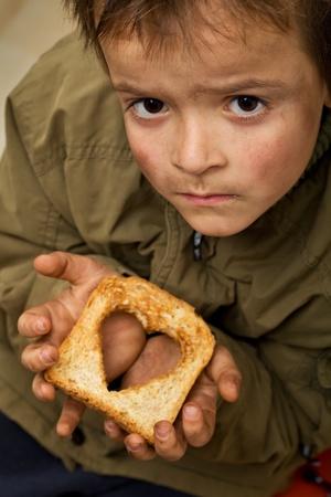 hambriento: Ayudar a otros con todos nuestro concepto de corazones