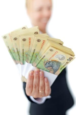 mucho dinero: Mujer la celebración de las pilas de la moneda rumana - profundidad, aislado Foto de archivo