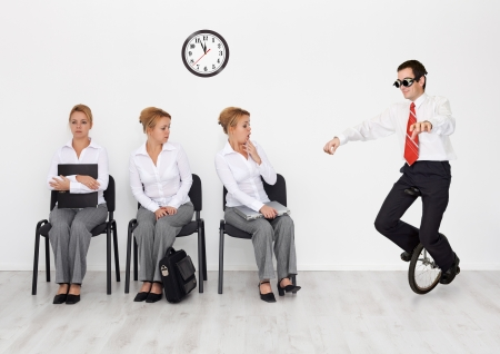 umiejętności: Pracownicy o specjalnych umiejętności chciał koncepcji - człowiek z monocycle Zdjęcie Seryjne