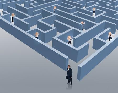 pensamiento estrategico: Escapar de situaciones de negocios graves - hombre de negocios con las habilidades para tener éxito en un mercado competitivo Foto de archivo