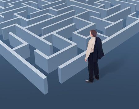 pensamiento estrategico: Visión y pensamiento estratégico en el concepto de negocio - hombre de negocios que buscan un laberinto desde arriba Foto de archivo
