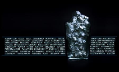 유리 그릇에 전구의 많은 창의력과 브레인 스토밍 개념