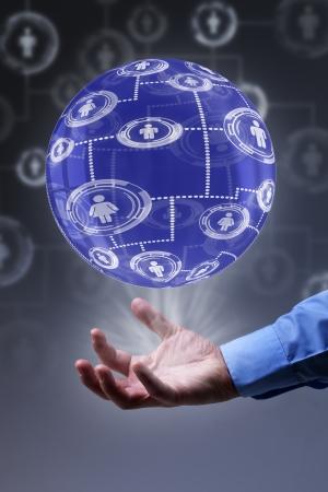apalancamiento: El poder del concepto de red social - globo transparente con una malla de conexiones